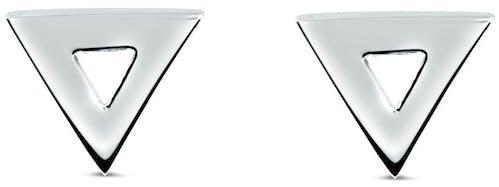 Charmante paire de boucles d'oreilles en puces avec un motif triangle, Enomis vous propose encore un classique toujours aussi tendance à petit prix. Tous nos bijoux sont livrés dans une pochette Enomis, parfait emballage pour vos cadeaux.  Matière principale : Argent 925/1000