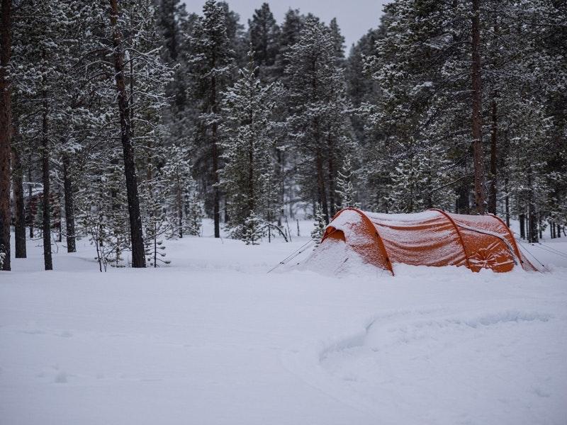 Der frisch verschneite Abreisemorgen.
