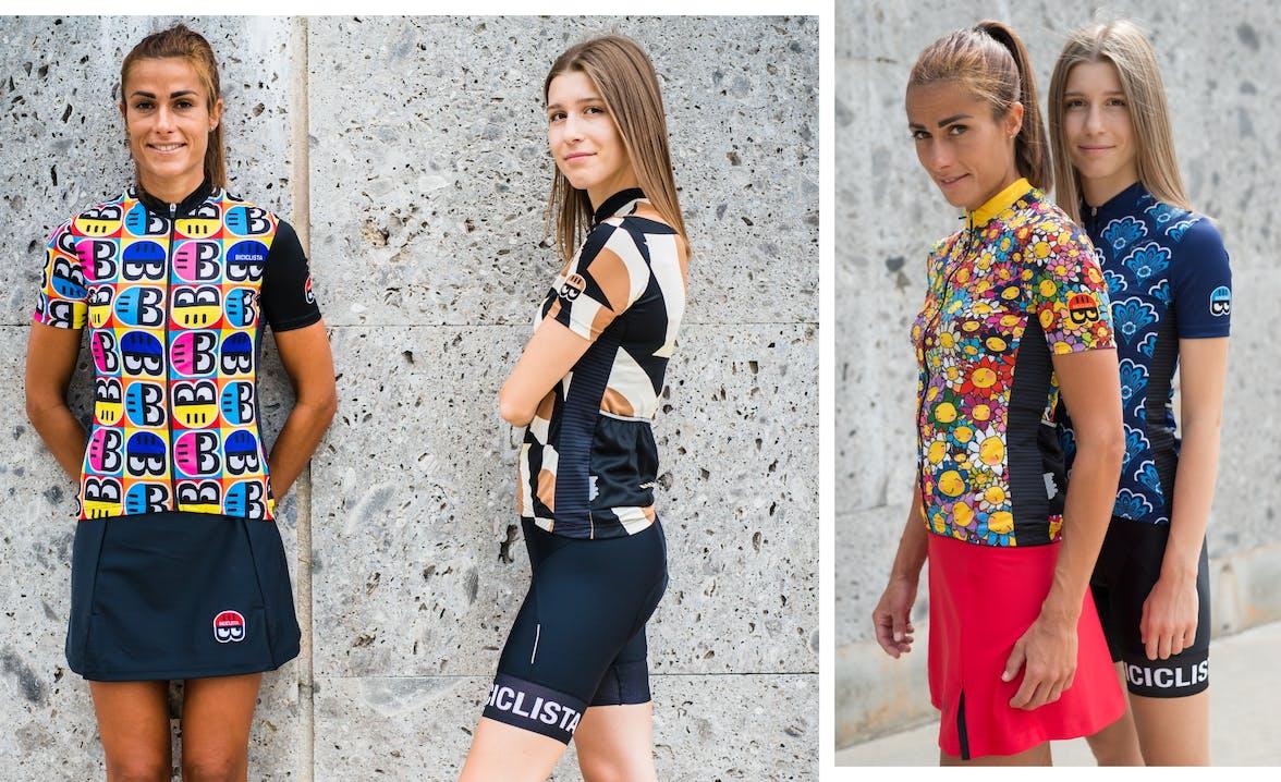 Ragazze in posa vestiti da ciclista