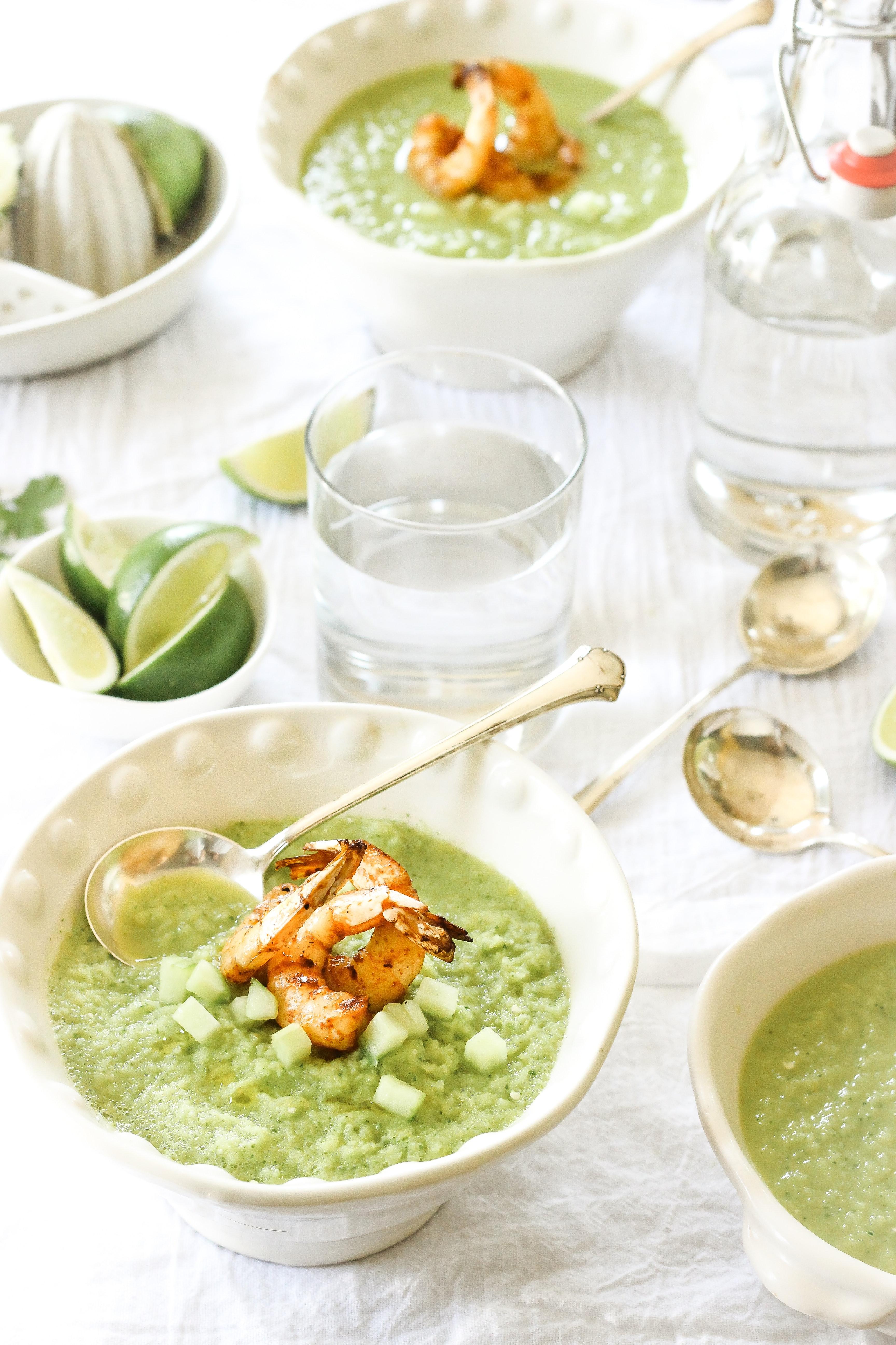 Grünes Gazpacho mit Garnelen