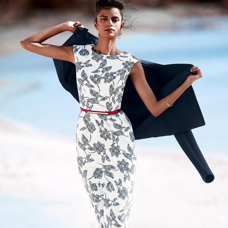 Ärmelloses Etui-Kleid mit Blumen-Muster