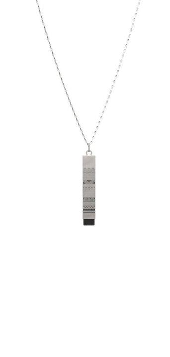 Ce pendentif C3 est en Laiton plaqué Argent 5 microns.Il est disponible en 3 coloris de pierres : Onyx noir, Amazonite, et Turquoise. Ce produit résiste à l'eau et dispose d'une garantie d'un an.