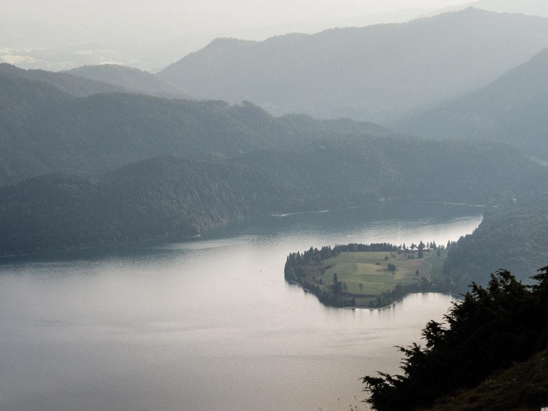 Hier, am wunderschönen südwestlichen Teil des Walchensees startet die Tour.