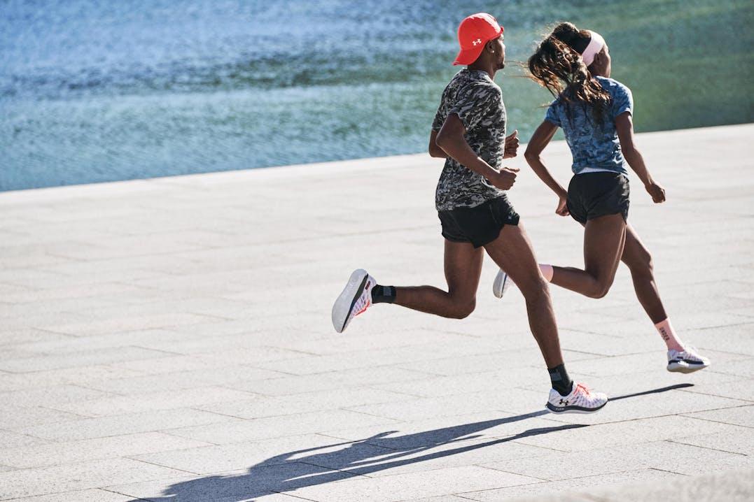 Under Armour-Athleten tragen UA Flow Velociti Wind
