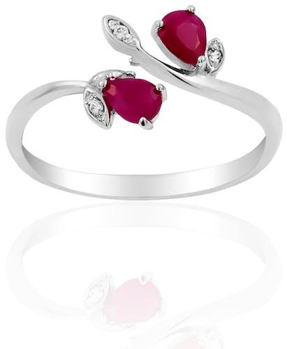 Cette Bague CLEOR est en Or 375/1000 Blanc, Rubis Rouge et Diamant