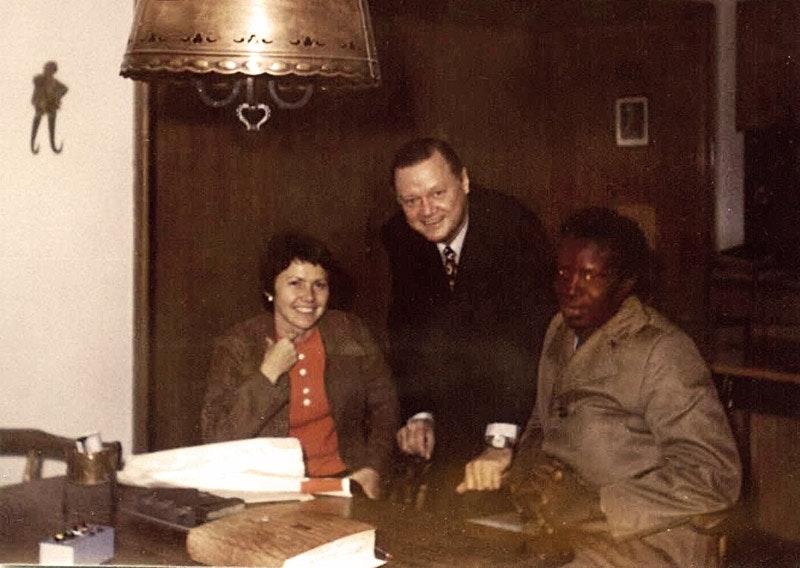 Marianne Dötzer, Gustl Schuster und der damalige Minister für Bildung- und Sport in Benin.