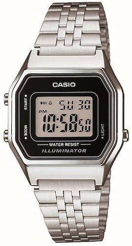 Cette montre CASIO se compose d'un boîtier Tonneau de 33.5 mm et d'un bracelet en Acier Gris