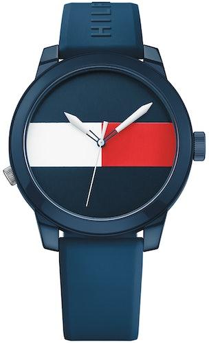 Cette montre TOMMY HILFIGER se compose d'un Boîtier Rond de 42 mm et d'un bracelet en Silicone Bleu