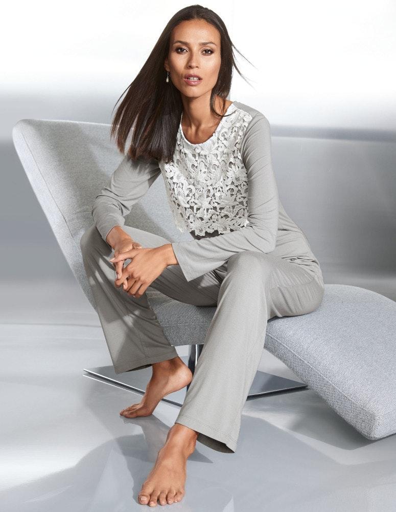 Pyjama mit Langarm und Spitze