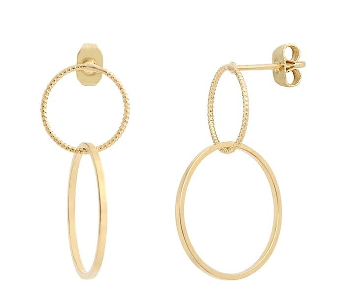 Si vous adorez les bijoux intemporels et dans l'air du temps vous succomberez vite à ces jolies boucles d'oreilles de la collection Mary Lou ! Laiton doré à l'or fin 24K