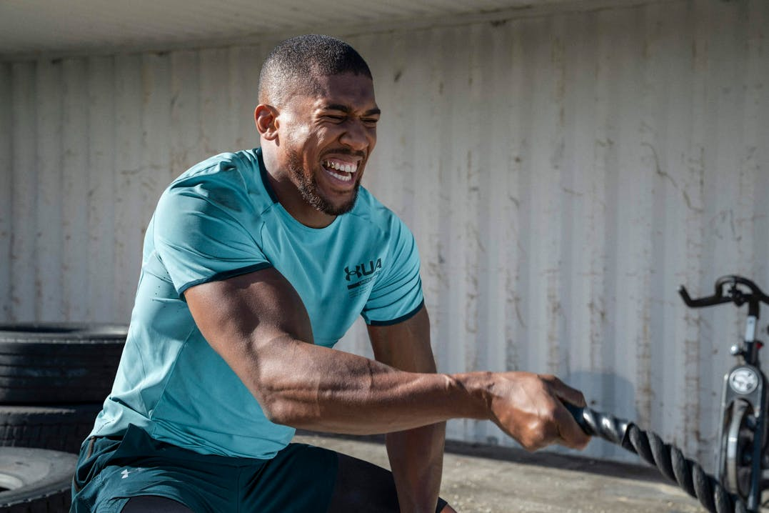 Uomo che svolge esercizio