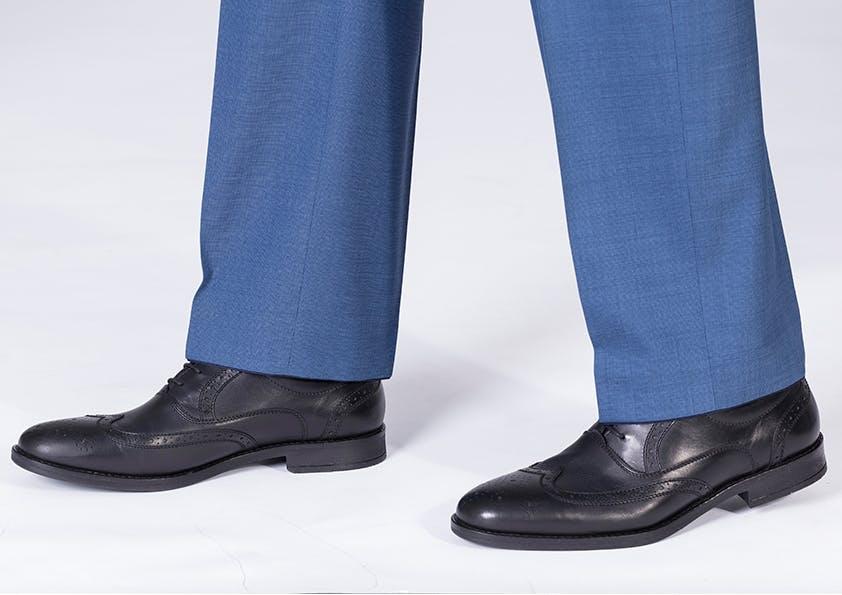 Mann im Anzug – Hosenbeinlänge perfekt