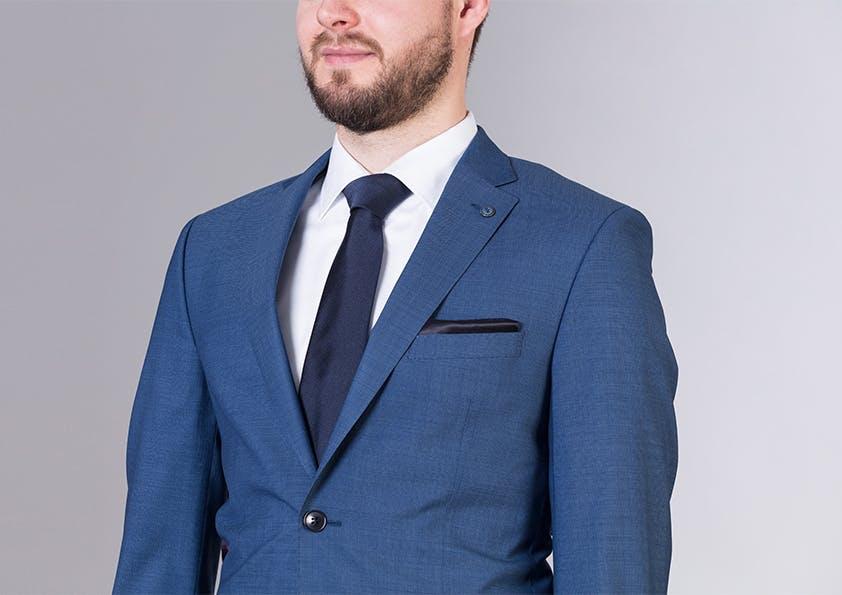 Mann im Anzug – Brustpartie zu klein