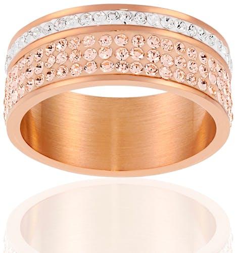 Cette Bague MISSISSIPI en acier rose et cristal blanc saura mettre en lumière vos mains de la plus élégante des façons...  N'hésitez pas à l'accompagner d'autres bijoux de la collection pour un effet accumulation des plus tendance !