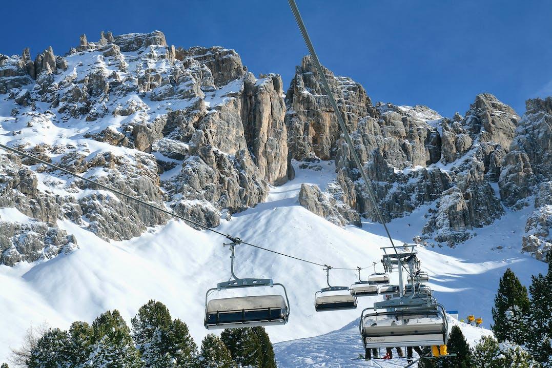 Sessellifte im Val di Fiemme Skigebiet Dolomiten