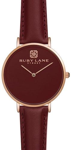 Cette montre RUBY LANE se compose d'un Boîtier Rond de 36 mm et d'un bracelet en Cuir Rouge