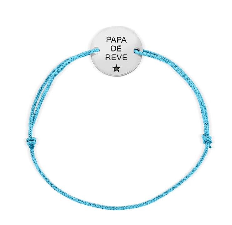 Bracelet tendance à offrir à vos paternels, sa petite pastille en argent 925 gravée PAPA DE RÊVE est montée sur un cordon Mokuba réglable en taille. Matière principale : Argent 925/1000