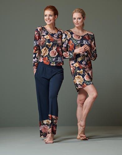 ESSENZA homewear in blauw met bloemen