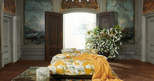 ESSENZA Rosalee Bettwäsche in Senfgelb mit großen weißen Blumen