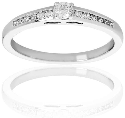 Ce Solitaire PROMESSE est en Or 375/1000 Blanc et Diamant Blanc
