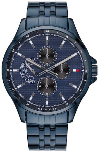 Cette montre TOMMY HILFIGER se compose d'un boîtier Rond de 44 mm et d'un bracelet en Acier Bleu