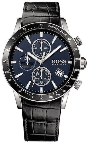 Cette montre BOSS se compose d'un Boîtier Rond de 44 mm et d'un bracelet en Cuir Noir