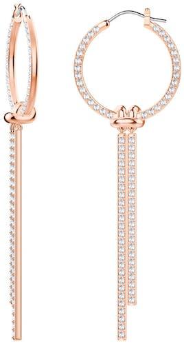 Ces Boucles d'oreilles Pendantes SWAROVSKI sont en Métal Rose et Cristal Blanc
