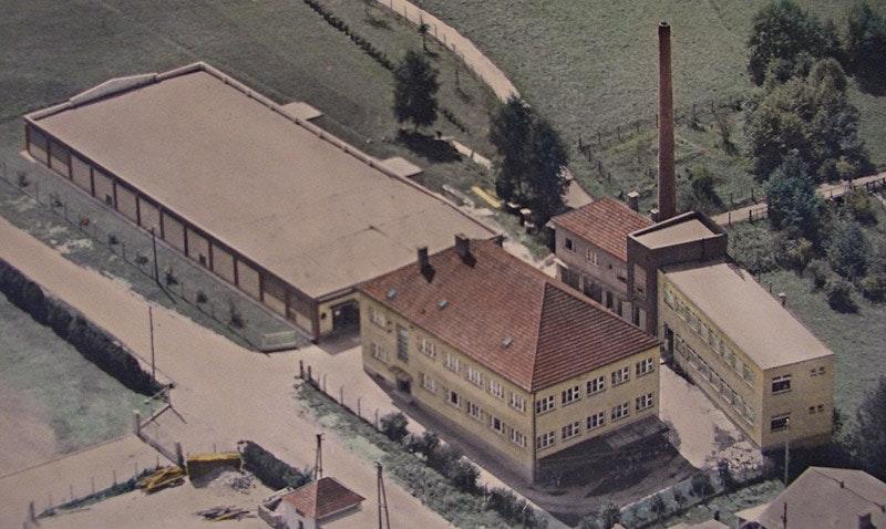 Alte Luftaufnahme des Ur-Unternehmens aus den Fünfzigern.