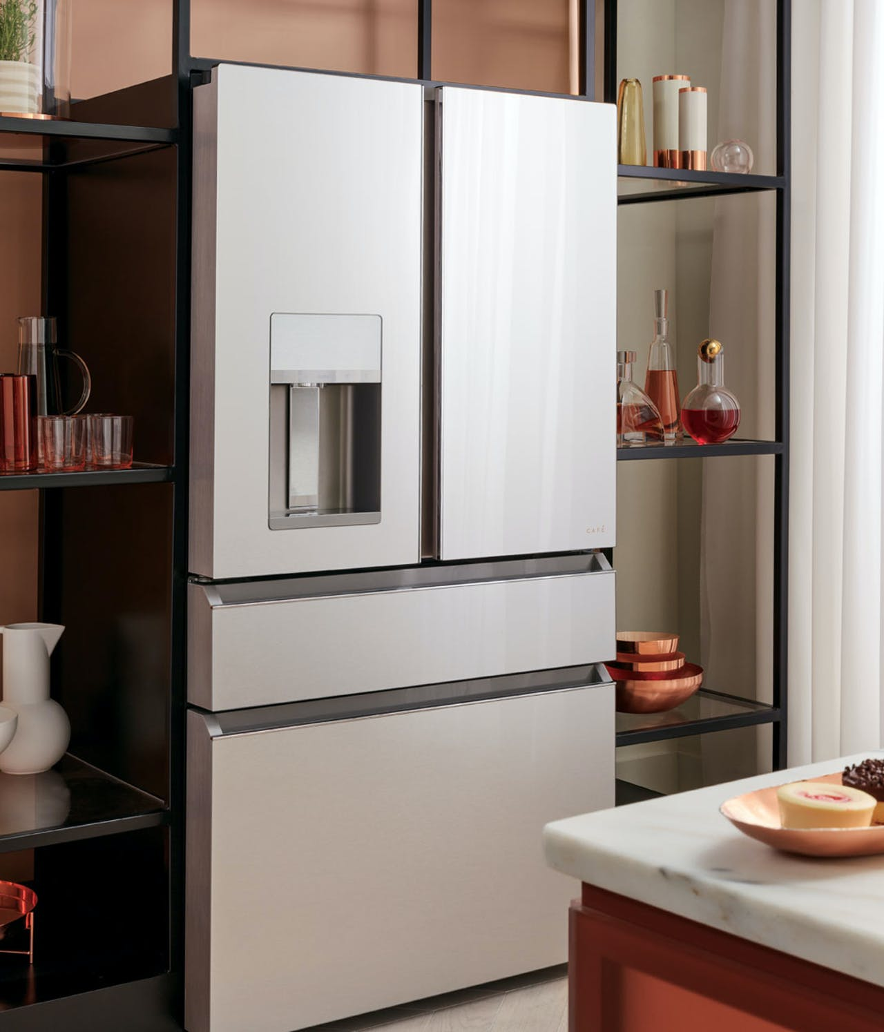 4-Door French-Door Refrigerator in Platinum Glass