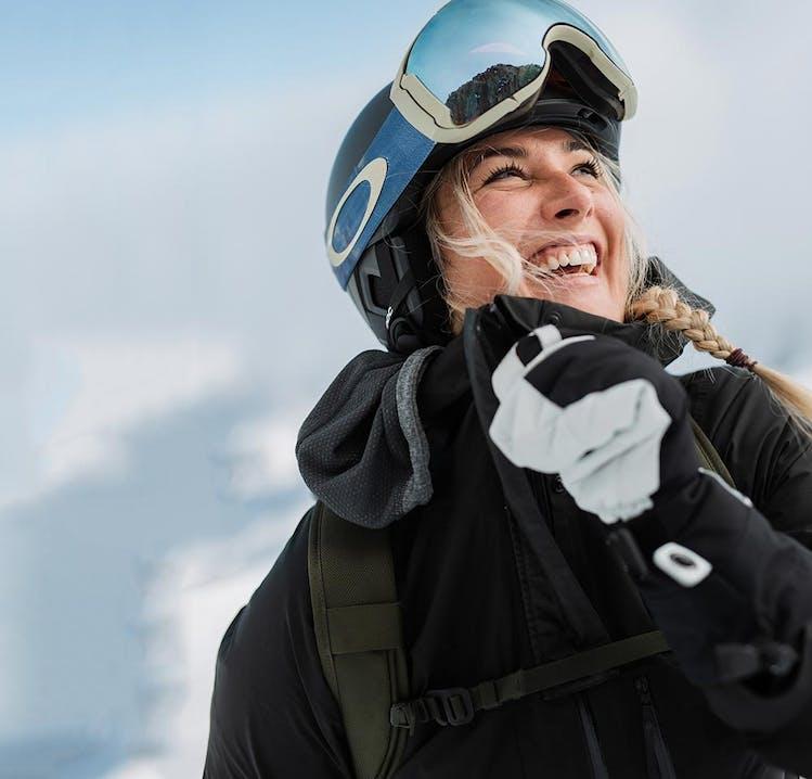 Linda Meixner im SportScheck Skioutfit