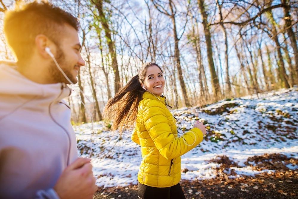 Im Winter mit einer Laufgruppe joggen