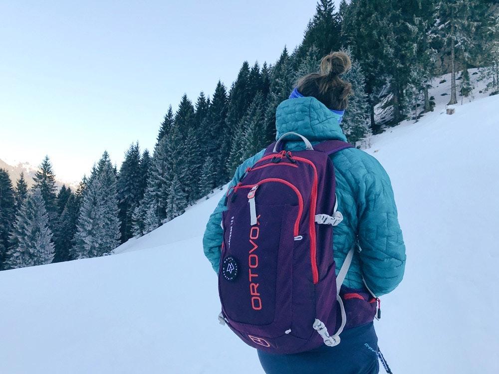 Perfekter Skitouren-Begleiter für frostige Aufstiege.