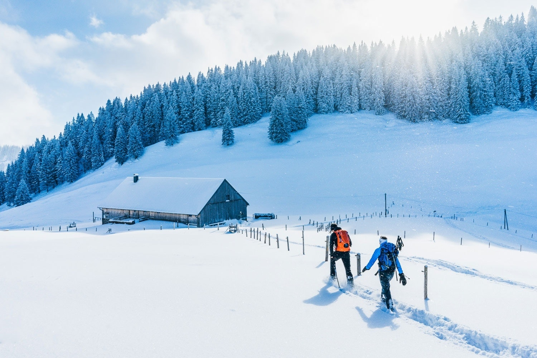 Schneewanderung in Winterlandschaft