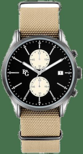 Cette montre B&G se compose d'un boîtier rond de 42mm et d'un bracelet en tissu kaki.