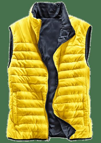 Gelbe Steppweste mit dunkelblauem Innenfutter.