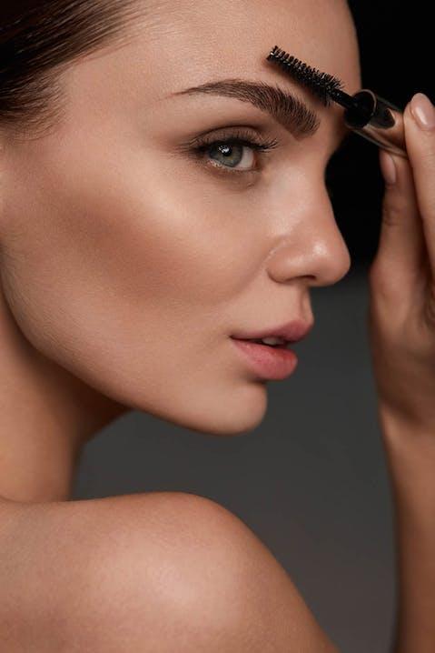 Perfekte Augenbrauen schminken mit ARABESQUE Make-up Produkten
