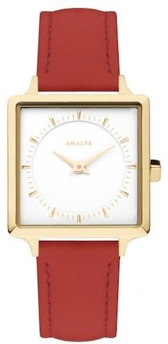 Cette montre AMALYS se compose d'un boîtier Carré de 25 mm et d'un bracelet en Cuir Rouge