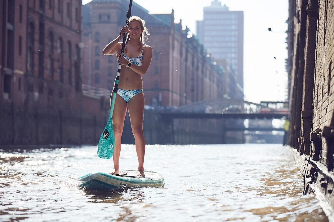 Paulina Herpel erkundet Hamburg mit dem SUP