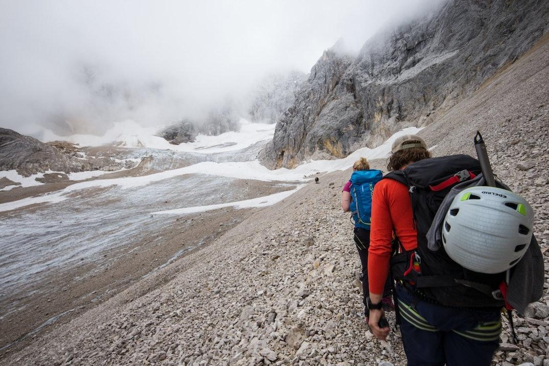Bergsteiger auf dem Weg zur Zugspitze