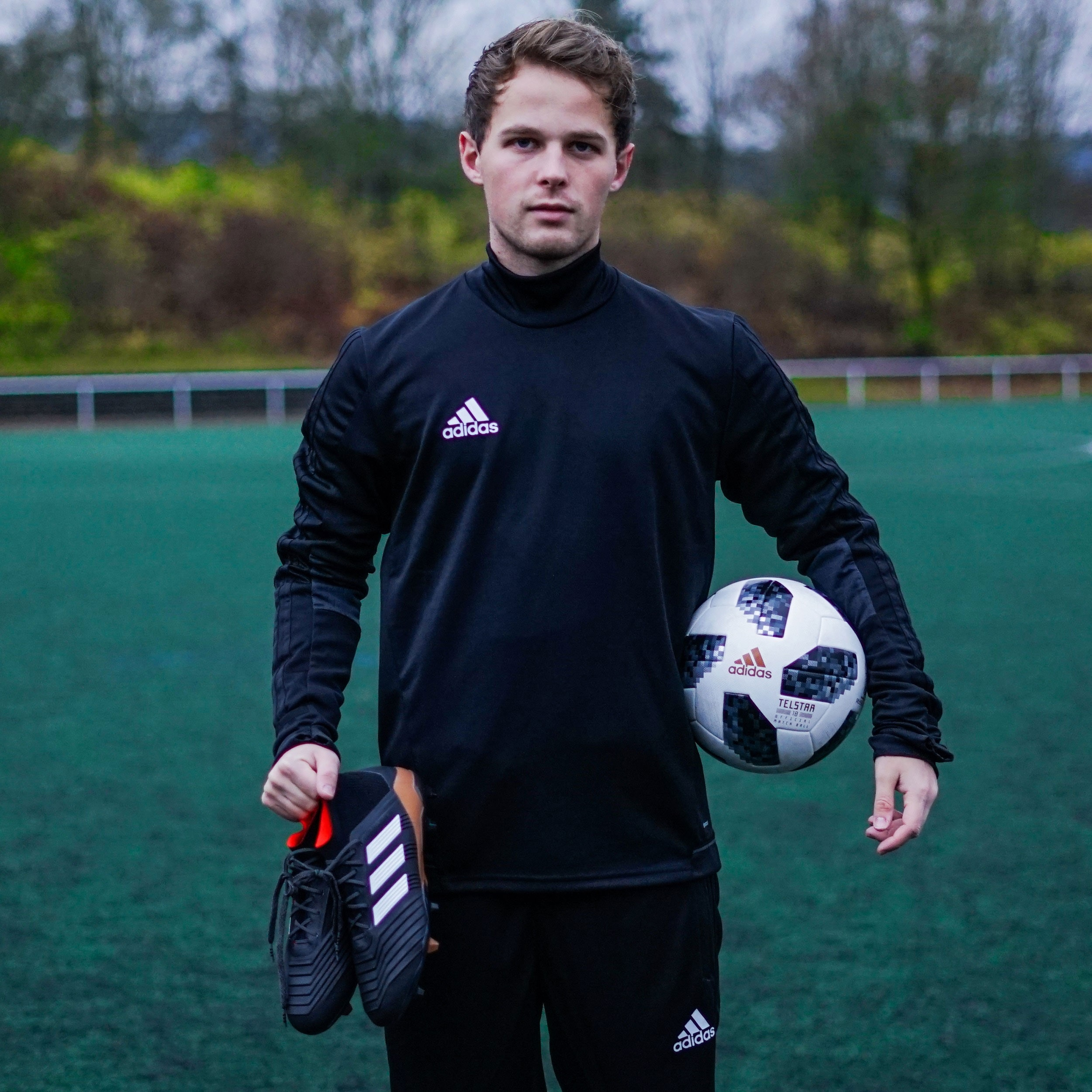 Lukasfootball mit dem adidas predator