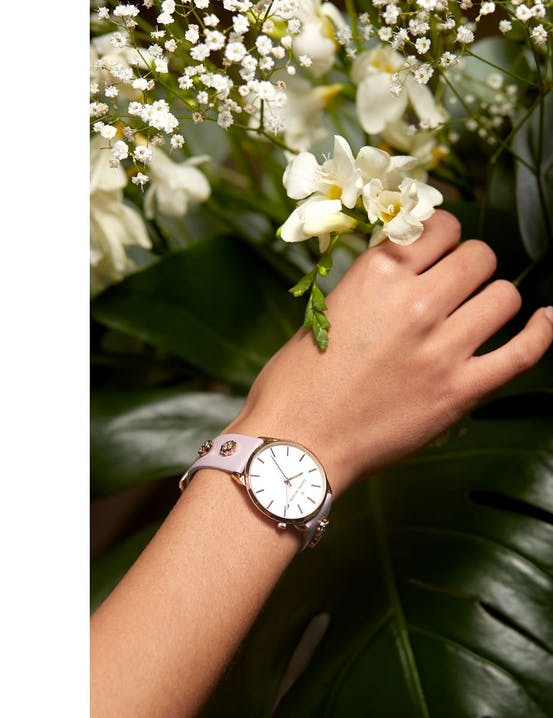 Cette montre THOM OLSON se compose d'un Boîtier Rond de 34 mm et d'un bracelet en Cuir Violet
