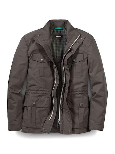 Braune Jacke mit vier Taschen, Reißverschluss und Knöpfen.