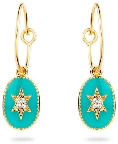 Ces Boucles d'oreilles MYA BAY sont en Laiton Doré et Email Turquoise