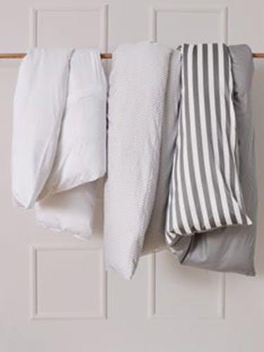 Bettwäsche in minimalistischen Dessinsn