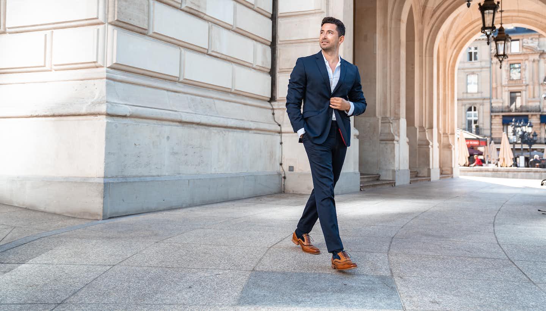 Mann mit Anzug und Business Schuhen